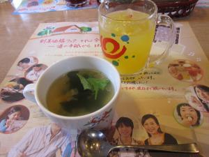 乾杯ドリンクと野菜スープ