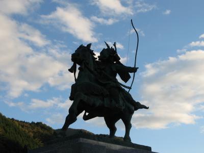 名馬 磨墨の像