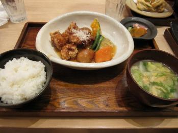 鶏と野菜の黒酢あんかけ定食