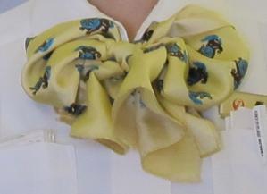 シーサー柄のスカーフ