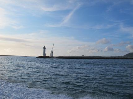 灯台とヨット
