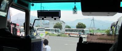 次々と押し寄せる観光バス