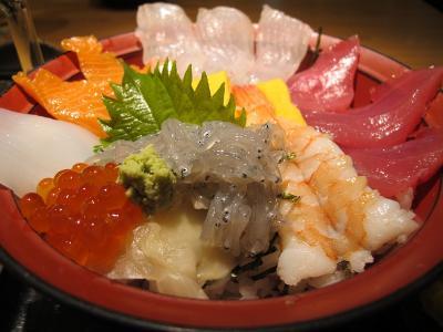 舞阪漁港直送鮮魚の投げ込み丼