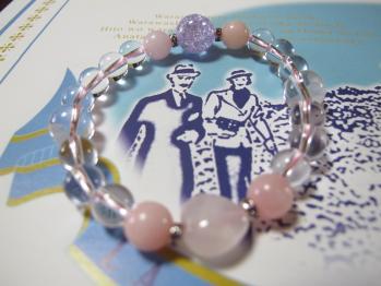 ピンクのブレスレット