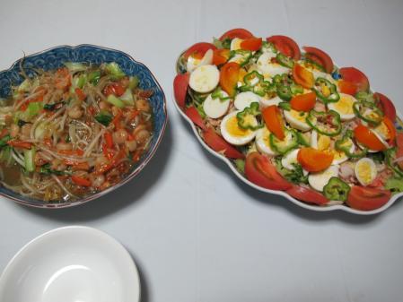小エビの中華炒めと茹で卵入りサラダ