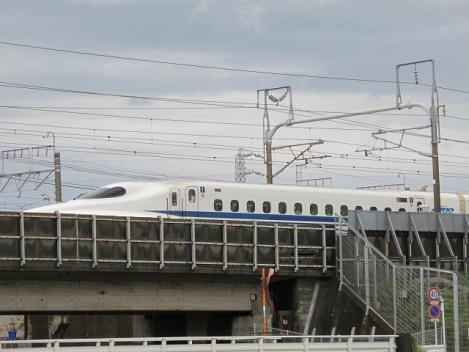 停まった新幹線