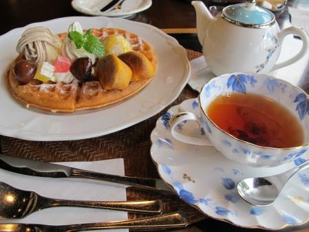 秋のワッフルと紅茶