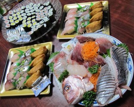 寿司と刺身盛り合わせ