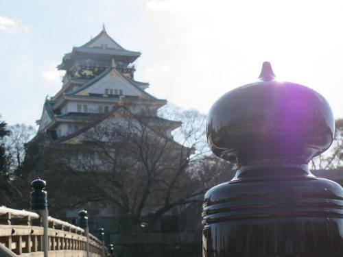 極楽橋の擬宝珠と大阪城天守閣