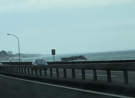 江の島と鉛色の海