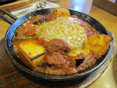 完熟トマトとゴーダチーズの煮込みハンバーグ