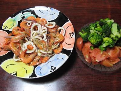 海鮮炒めとブロッコリー・トマト
