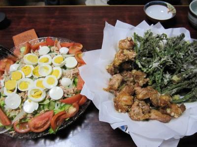 鶏カラとタラの芽の天ぷら、ツナと卵のサラダ