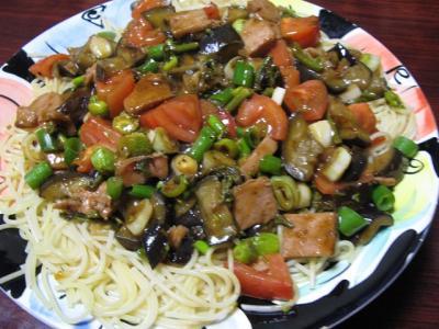よく分かんない野菜とスパムのパスタ