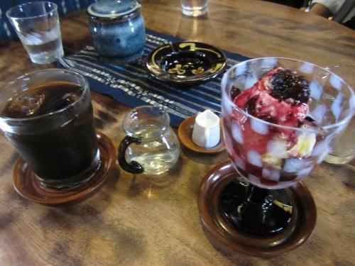 ブルーベリーアイスクリームとアイスコーヒー