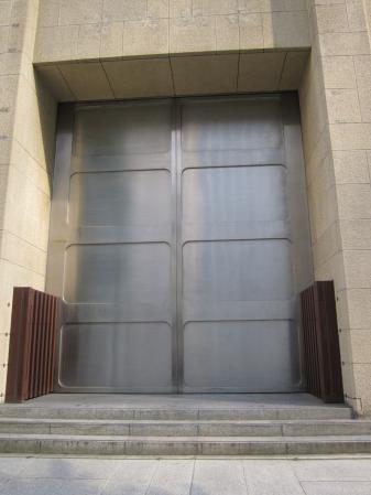 三井住友銀行の扉