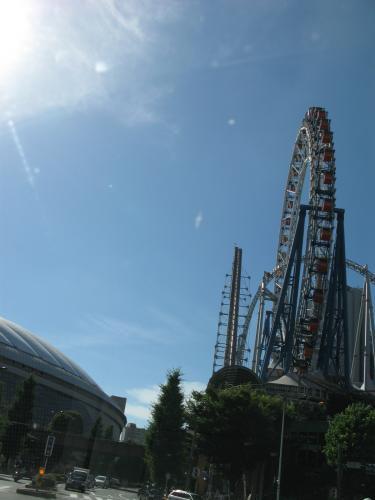 東京ドームと後楽園遊園地