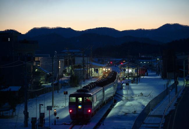 夜明け前の浜坂駅