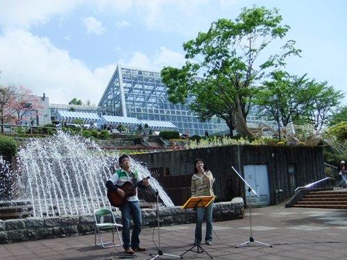 噴水前のコンサート-2