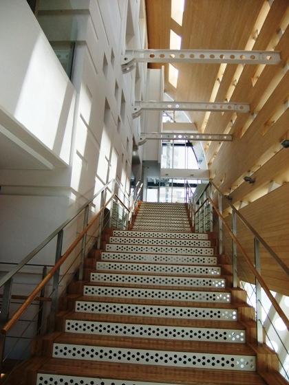 20110521-02-1ホール階段