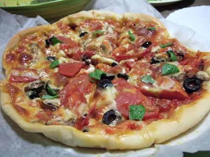 初シンプルピザ