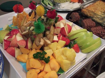 肉の横には野菜・果物