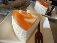 お茶菓子桃の桃のムースケーキ2