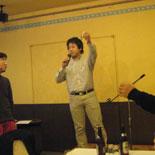 2009年度納会で乾杯の音頭をとる安斉