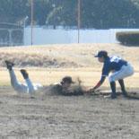 3回表、二塁走者村上が牽制で刺される