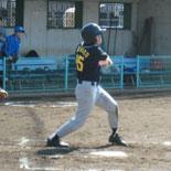 4回裏、先頭の信夫が二塁打で出塁