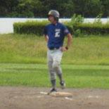 2回裏、佐藤が二塁打を放つ