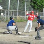 1回表、タッチアップで本塁を突かれるが、好返球で刺す