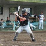 3回裏、山崎が先制適時打を放つ