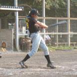 4回裏、先頭の佐藤が内野安打で出塁