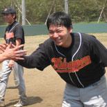 4回裏、村松が3点本塁打を放つ