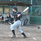 2回表、村松が安打を放ち一死一・三塁