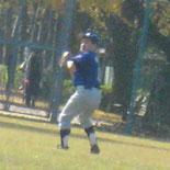 3回裏、村岡が飛球をつかむ