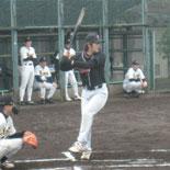 3回表、鎌田が適時二塁打を放つ