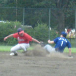 3回裏、田中が二塁打を放つ