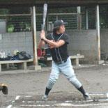 幻の7回表、佐藤が二塁打を放つ