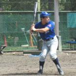 1回裏、村岡が二塁打を放つ