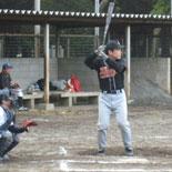 2回裏、藤澤が寸止め安打を放ち無死一・二塁