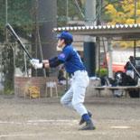 5回裏、戸田が二塁打を放つ
