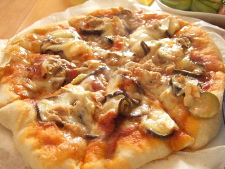 ナスとツナのピザ