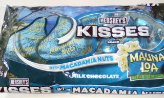KISSES with MACADAMIA NUTS