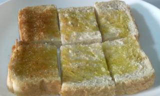 オリーブオイル&ソルトをつけたパン