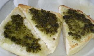 「国産バジル」を使ったバジルソースを塗ったパン