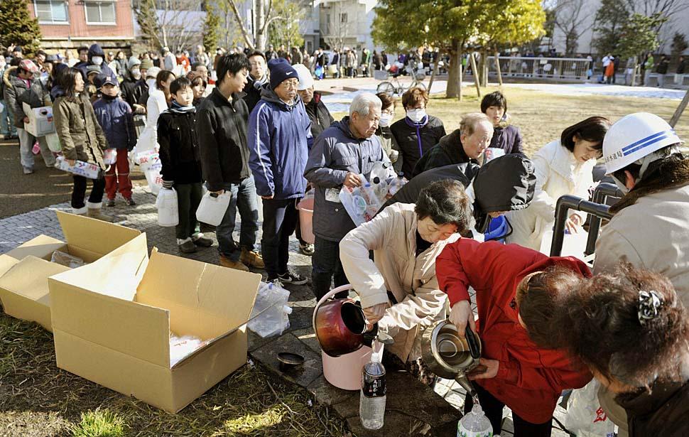 la-japan-earthquake001_lhxhjinc_20110313093240.jpg