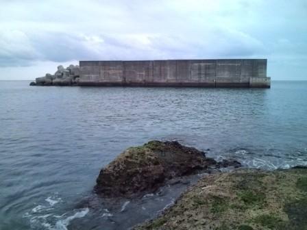 前泊沖堤防