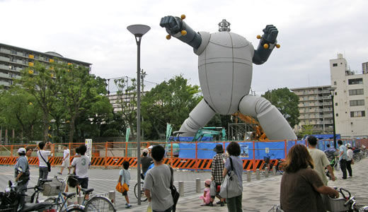鉄人28号「ガオ~ッ」と誕生 in 長田(2)
